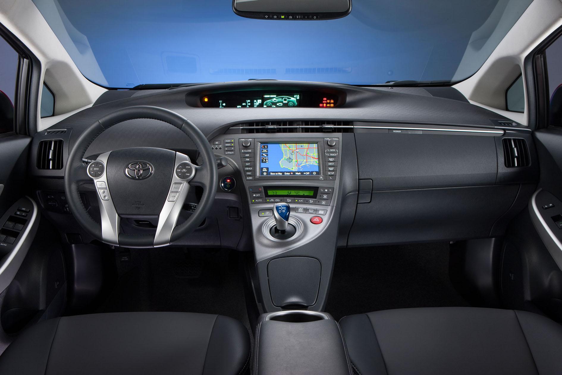 2012_Toyota_Prius_008