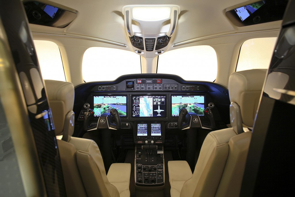 110110_HondaJet_Production_Cockpit