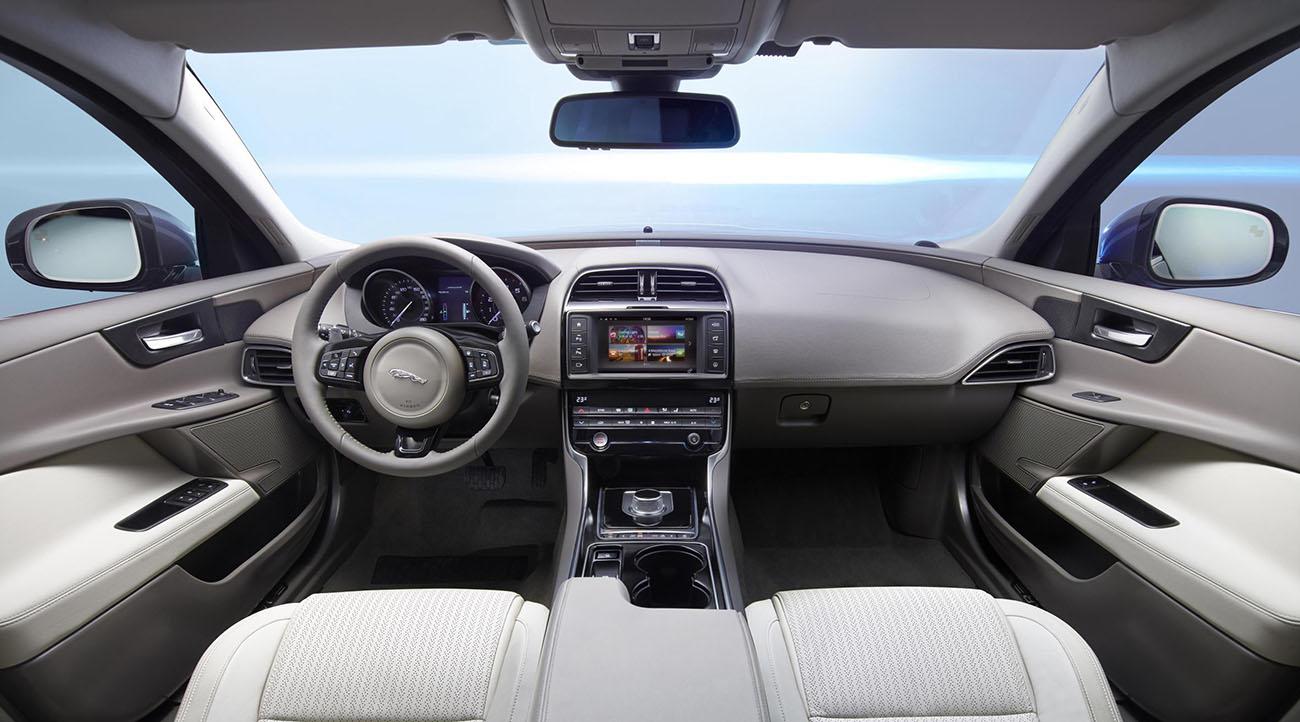 Jaguar_XE_Portfolio_Interior