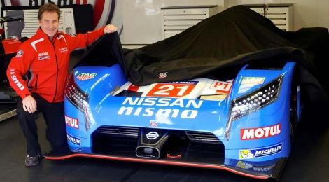 Nissan comperitá con una decoración retro para uno de sus autos
