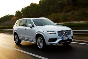 157806_The_new_Volvo_XC90_T8_Twin_Engine_petrol_plug_in_hybrid_driven_in_Tarragona1-1200x800