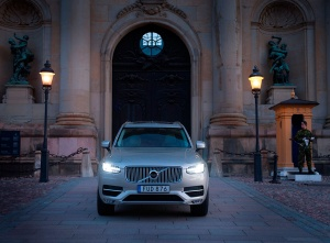 163699_Volvo_XC90_at_the_Swedish_Royal_Wedding