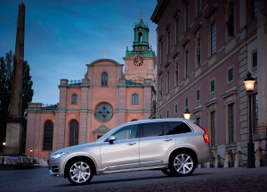 163700_Volvo_XC90_at_the_Swedish_Royal_Wedding