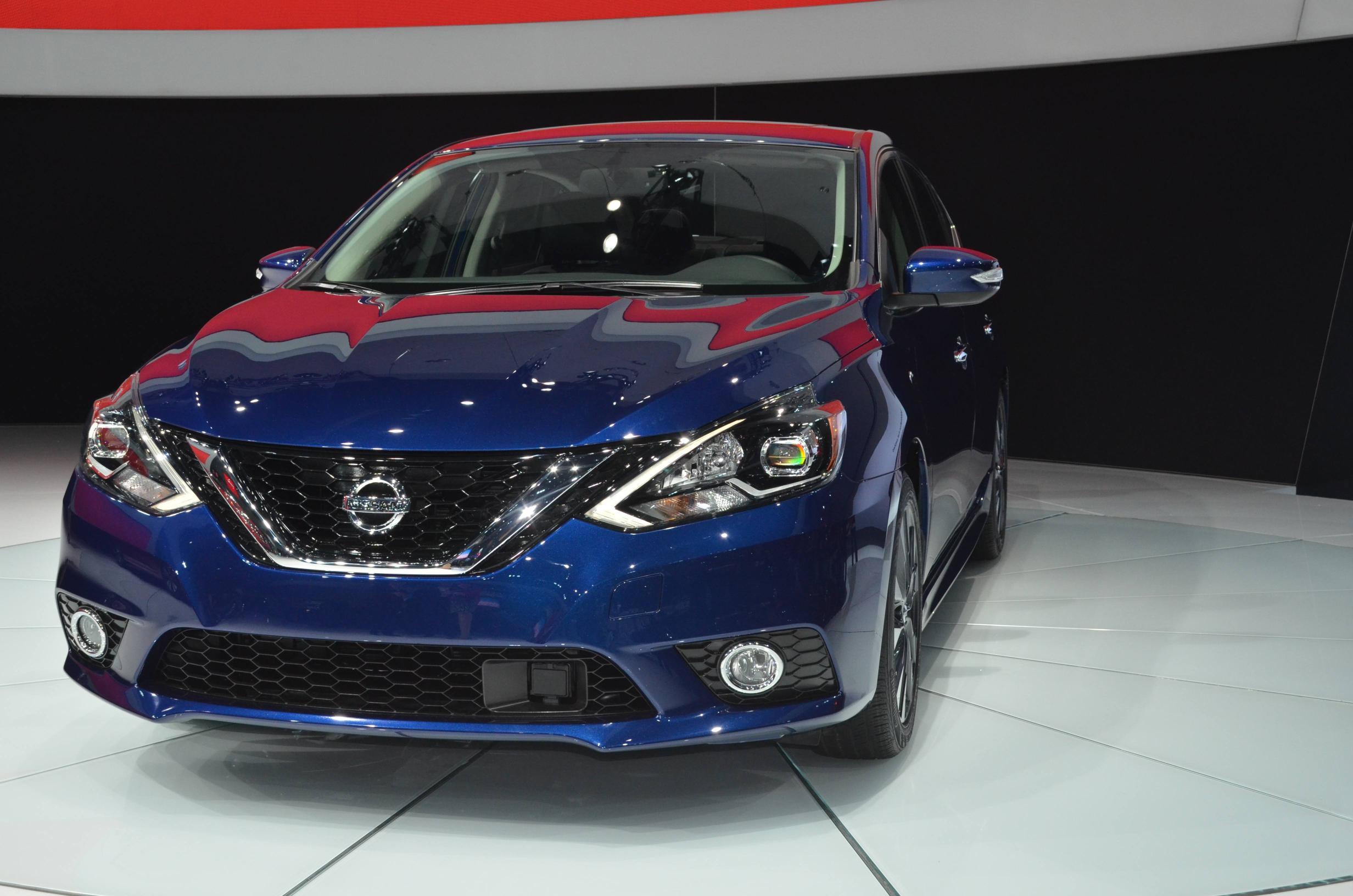 Nissan Sentra 2017: como sus hermanos