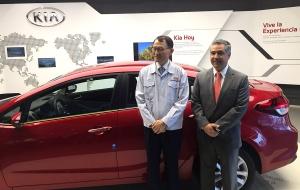 Woo Yoel Park presidente de kia Motors México y Horacio Chavez Managing Director