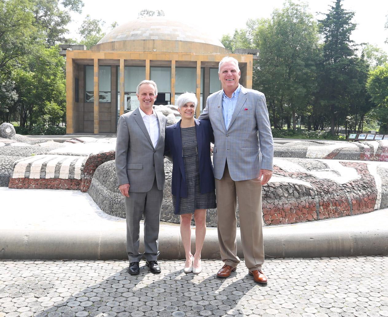 Ernesto Solana;  Presidente del Comité de Responsabilidad Social DTM. Gabriela Orozco; Fundación Mercerd A.C. Tom Sullivan;Presidente de Toyota Motor Sales México.