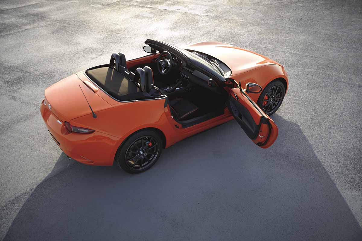 MAZ1901_2019_MX-5_ROADSTER_SOFTTOP_19CY_30th_SV_US_LHD_C03_EXT_INT_TOP_39L_LHD