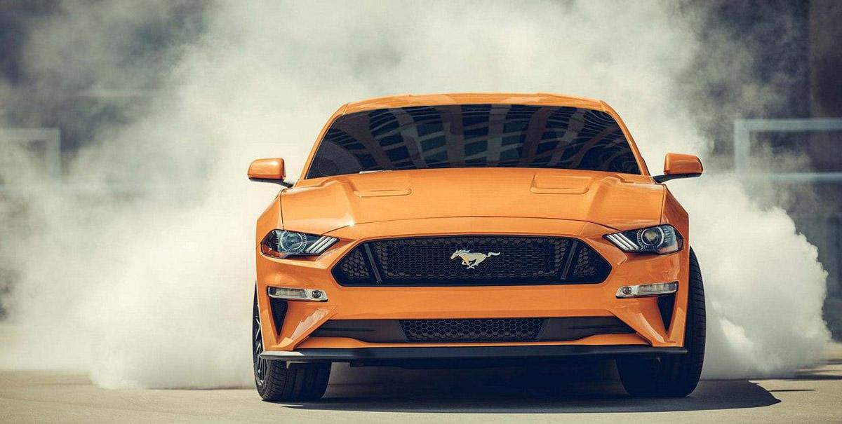 ford-mustang-2019-auto-deportivo-leyenda-muscle-exterior-frente-naranja-quemando-quemar-llanta
