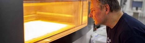 Ford acelera la producción de respiradores y ventiladores para médicos y pacientes de COVID-19 de la mano de 3M, GE y UAW.