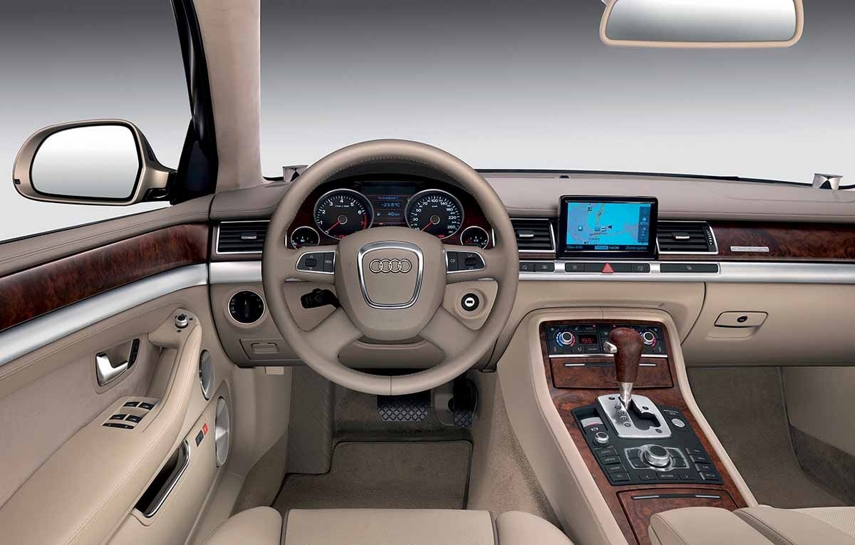 Audi A8L W12 quattro/Innenraum
