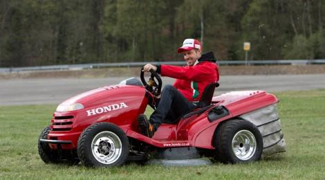 Honda: La legendaria curva EAU ROUGE recorrida en una podadora