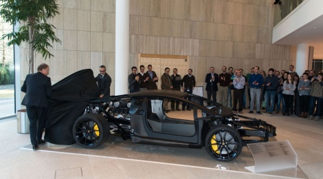 Lamborghini Aventador LP 700-4: fibra de carbono y chasís rodante