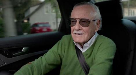 """Stan Lee llega a dar clases de """"cameo"""" en un Audi S8"""