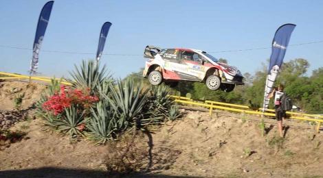 Día difícil para todos: El Yaris WRC durante  el último día del Rallie México