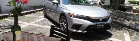 Honda Civic 2022: Quiero uno...   y azul,   ...y todo equipado, ...y...